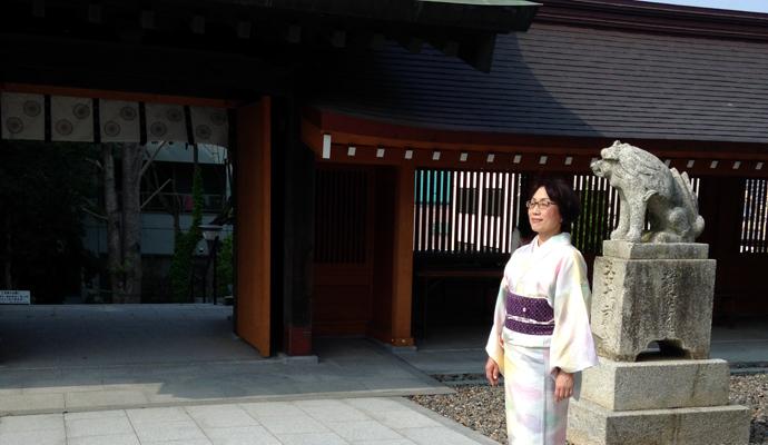 岡田宮を淡いパステルカラーのお召し物で散策しました。